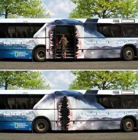 ラッピングバス広告 提供元はご存知 National Geographic